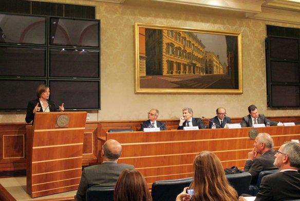 La presidenta del Parlament, Carme Forcadell, intervé al seminari ?Menors no acompanyats? de la Conference of European Regional Legislative Assemblies (CALRE) celebrat a Roma el 27 d'octubre del 2016. Pla general. (Horitzontal)